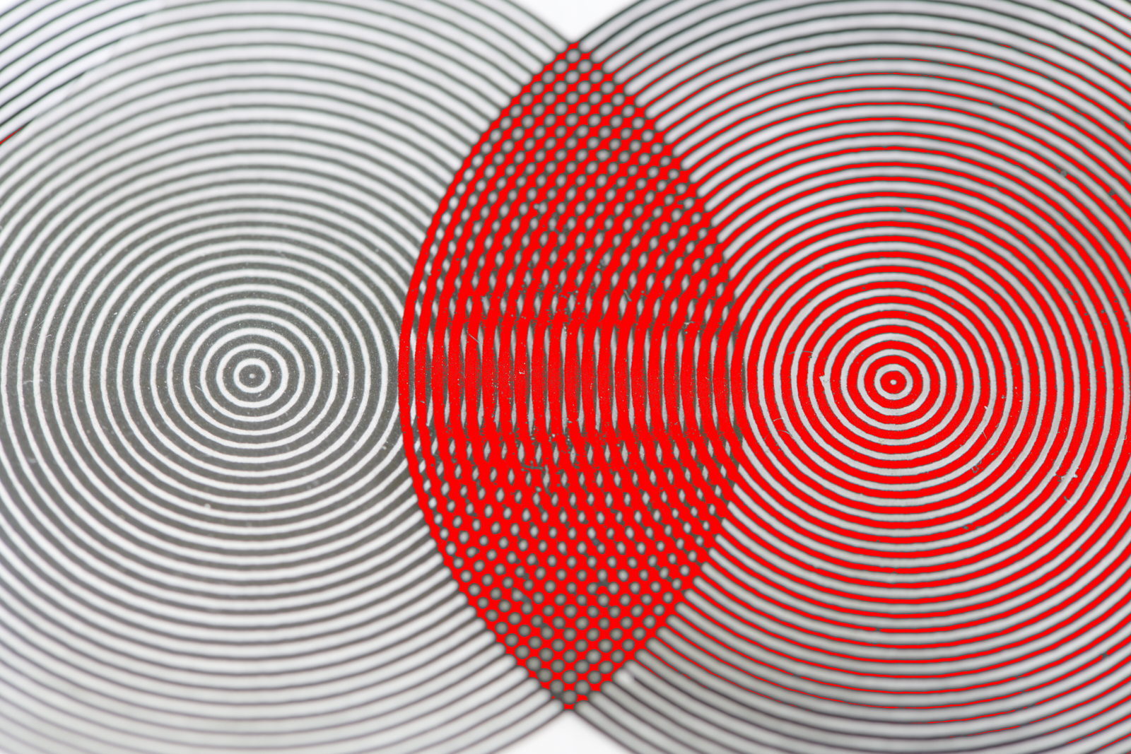 optical illusion in red