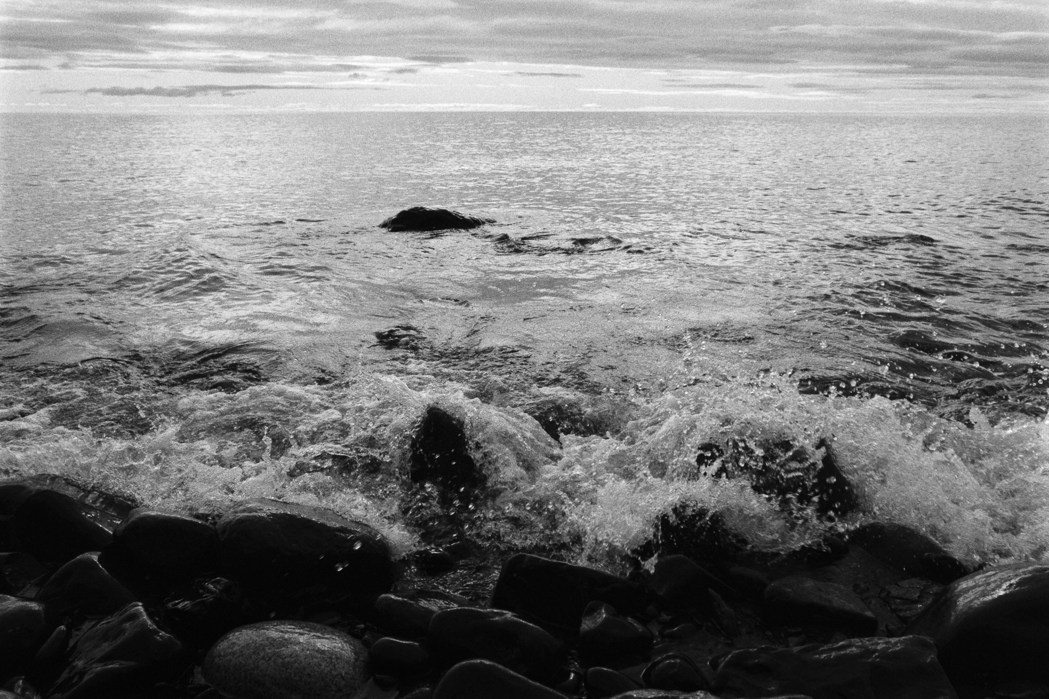 Lake Superior North Shore, waves, Ultrafine Xtreme 400 B&W film, Nikon FE 35mm camera