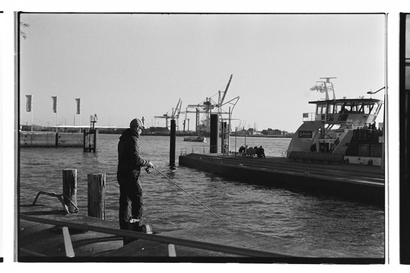Fisherman in Hamburger Hafen